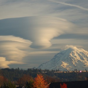 weather-lenticular-rainierclouds-by_thompson