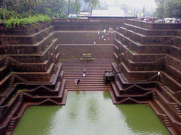 Peralaserry Shree Subramania Temple tank, India
