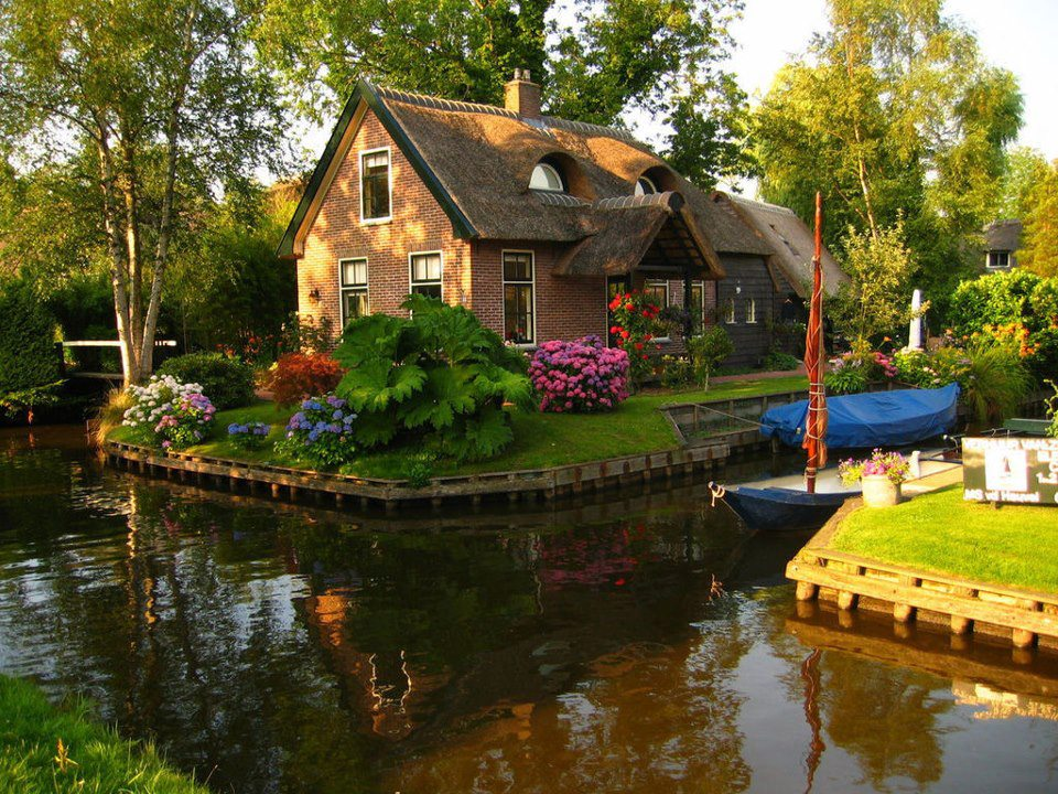 Canal Cottage - The Netherlands