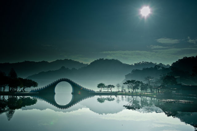 Moon bridge in Dahu Park, Taipei