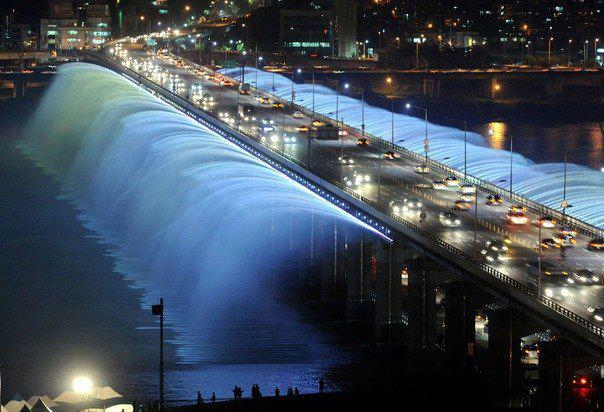 The bridge-fountain Bango in Seoul
