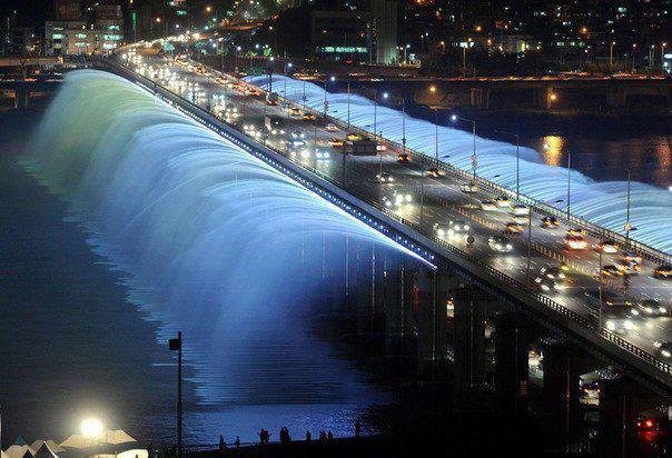 The bridge-fountain Bango in Seoul