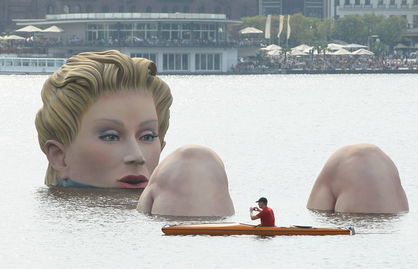 Sculpture, Hamburg, Germany by artist Oliver Voss