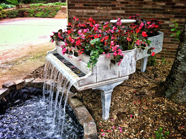 recycling, piano fountain