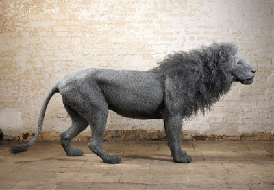 Chicken wire lion by Kendra Haste.