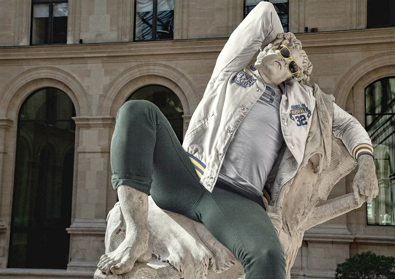 French art director Alexis Persani along with French photographer Leo Caillard  using photo manipulation dressed up famous statutes in Louver, in contemporary clothes.