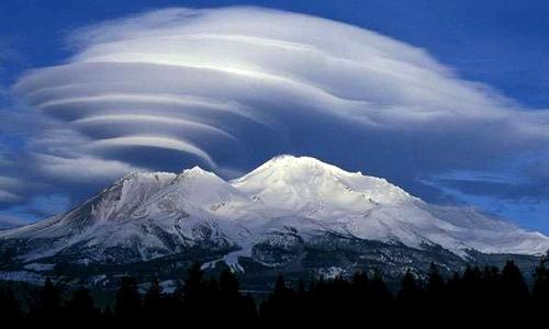 weird weather, lenticular-clouds-over-mountains1
