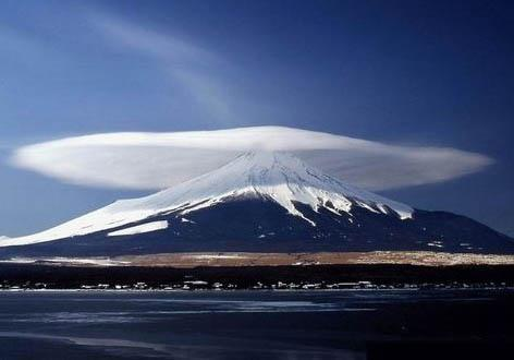 weird weather, lenticular clouds