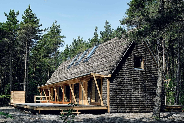 House in Denmark made with old construction techniques, including seaweed cladding. Image, Helene Hoyer Mikkelsen and Realdania BYG