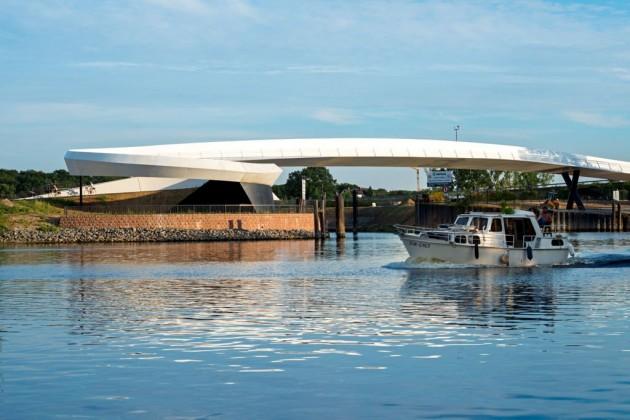 Ölhafen Bridge by schneider+schumacher
