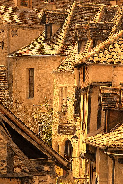 St Cirq Lapopie, France, by S. Lo on flickr