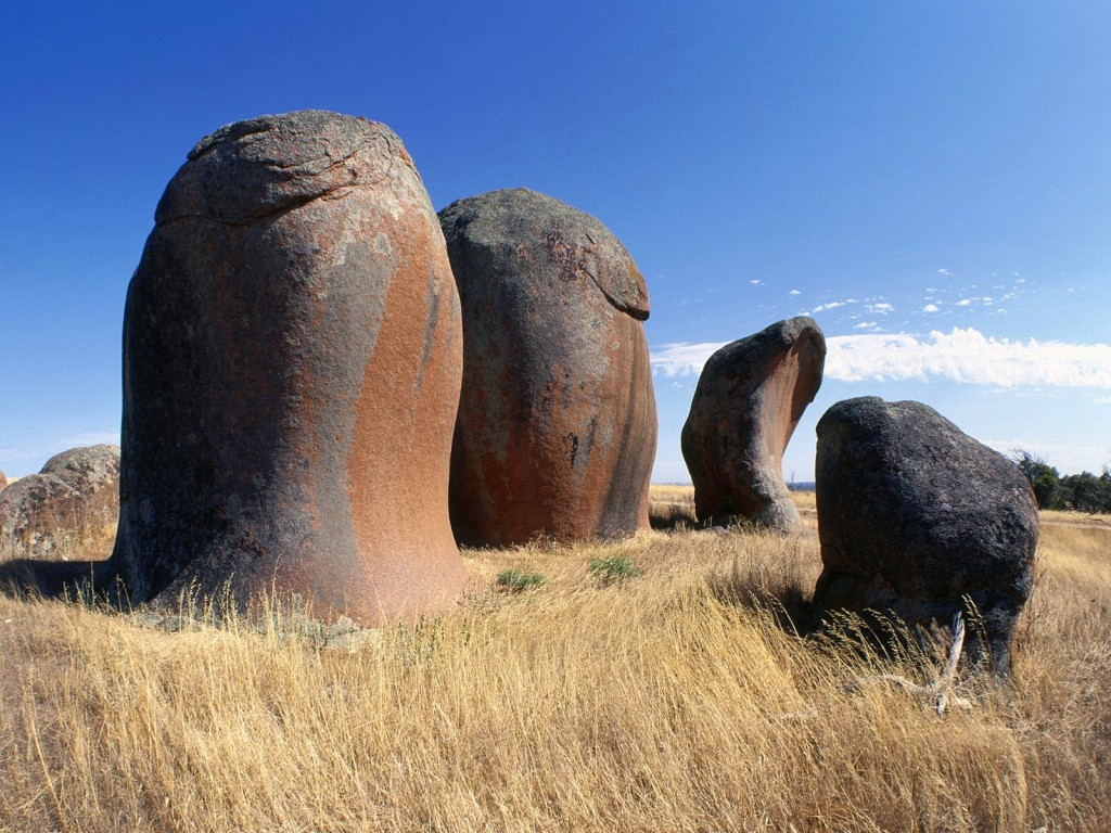 Murphy's Haystacks are ancient, wind-worn pillars and boulders of pink granite estimated to be over 1,500 million years old set in the middle of a wheat field.