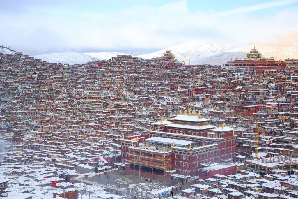 "Lalung Gal Gompa, East Tibet. ""A dense collection of monk quarters  by Uruma Takezawa"