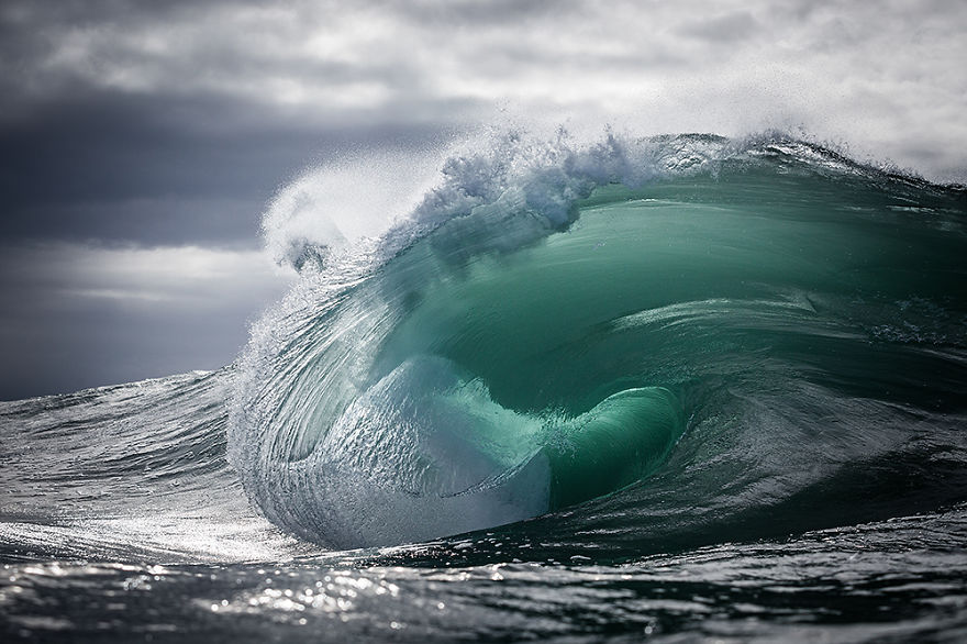 human ingen, via Shetal, Warren Keelan from Australia captured these beautiful Ocean Waves.