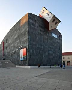 Erwin Wurm, House Attack, Viena, Austria
