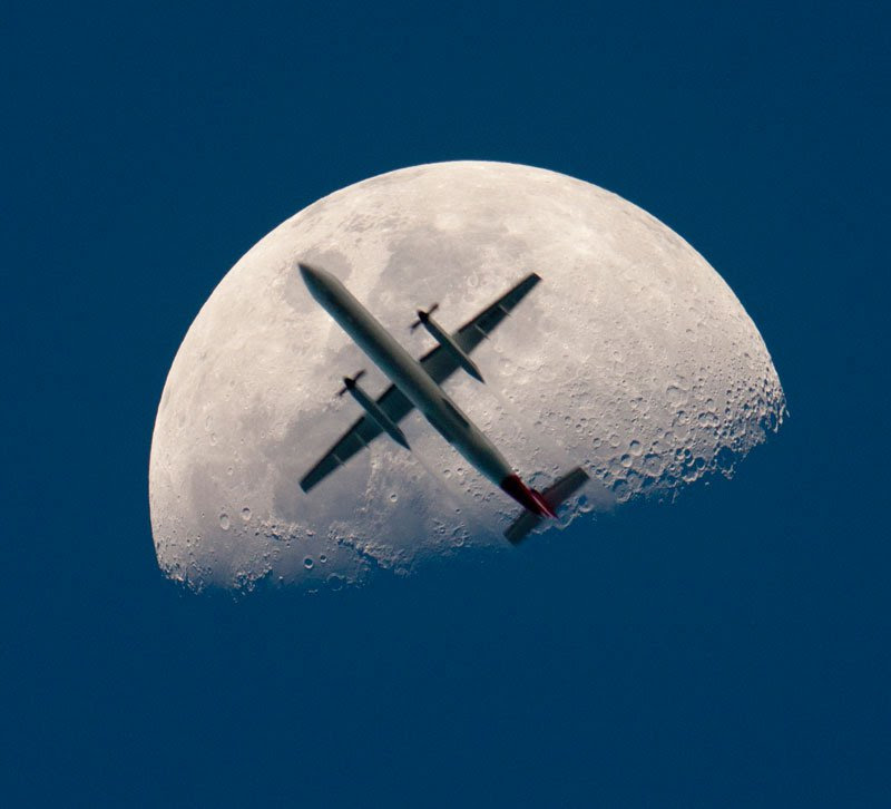 exqui ima, AN AIRPLANE CROSSES THE MOON, maybe, vai car.