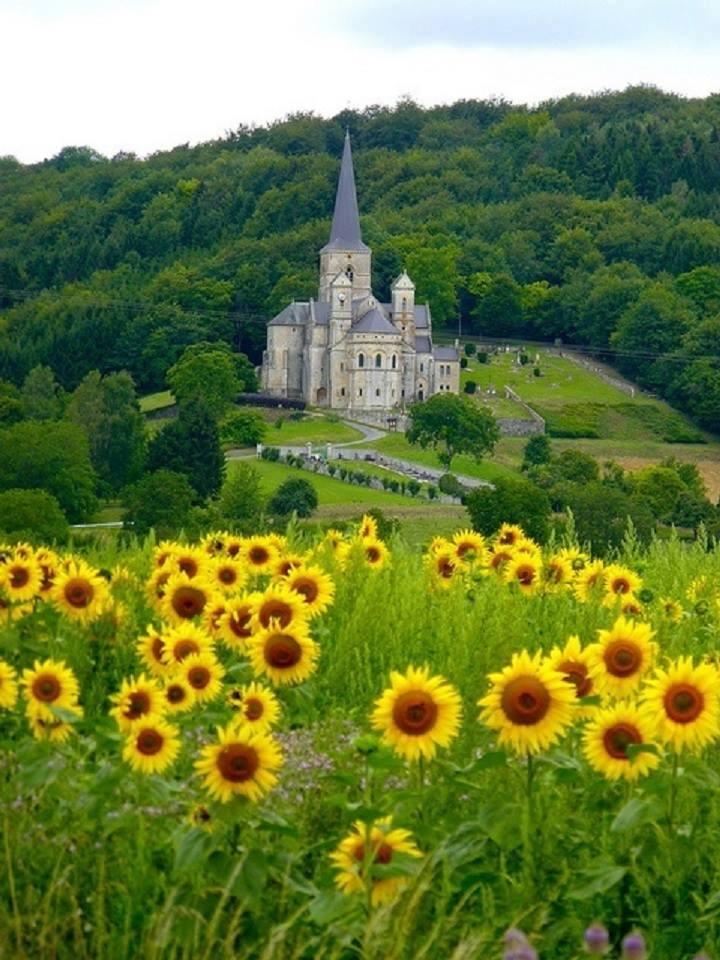 Dame in Mont-Devant-Sassey, Lorraine, France