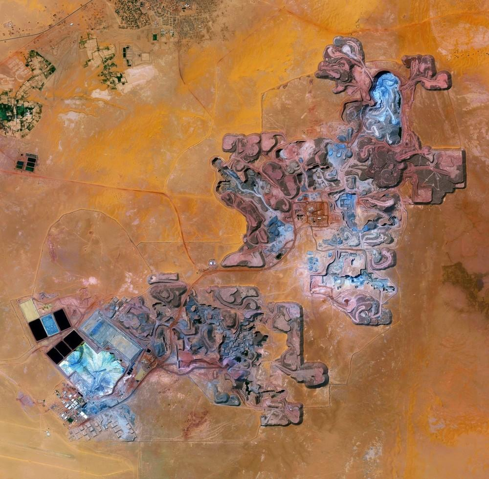 The Arlit uranium mine is located in Arlit, Niger. French nuclear power generation, as well as the French nuclear weapons program, are both dependent on the uranium that is extracted from this mine in the former French colony – more than 3,400 tons per year.
